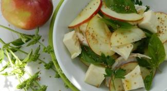 Салат с яблоками и курицей