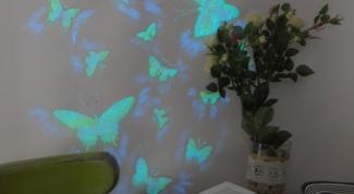 Как декорировать стену бабочками