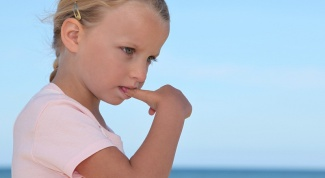 Как отучить ребенка сосать большой палец