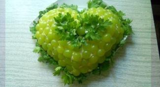 """Как приготовить салат """"Тиффани"""" с курицей и виноградом"""