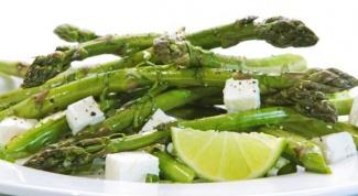 Легкий салат со спаржей и йогуртом