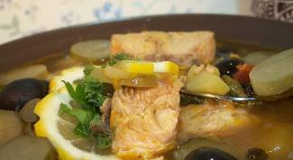 Солянка из семги с каперсами и оливками