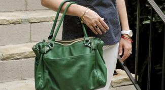 С чем носить зеленую сумку