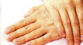 О чем могут рассказать мужские руки?