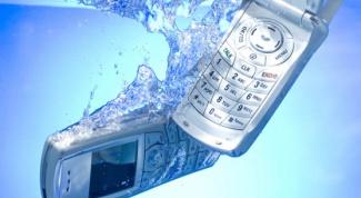 Вернуть работоспособность оказавшемуся в воде телефону