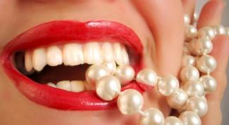 Как сделать зубы белее с помощью народных средств