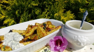 Картошка по-селянски с чесночным соусом