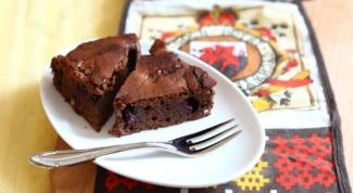 Шоколадный пирог с добавлением вишни и перца