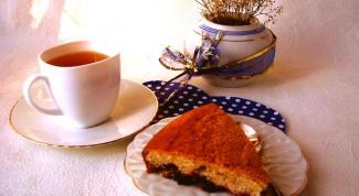 Пирог со смородиной в карамели и сахарной корочкой