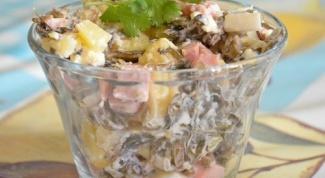 Колбасный салат с морской капустой