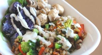 Вегетарианский салат с соусом тамари