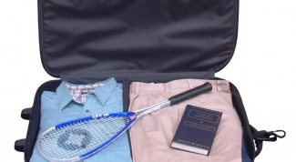 How to fold things into a suitcase, so they do not myalis