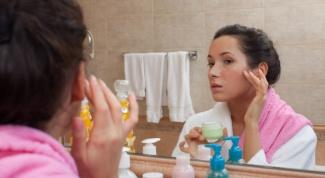 Как снять аллергический отек на лице