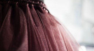 How to sew a long full skirt made of tulle