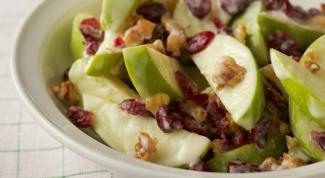 Легкий салат из яблока с имбирной заправкой