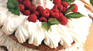 Торт «Малиновый» с мятой