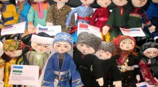 Сколько национальностей живет в России