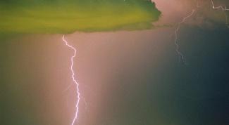 Как помочь человеку при ударе молнией