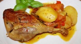Утиное мясо, тушеное в пиве с картофелем