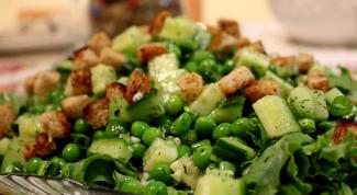 Как сделать салат с зеленым горошком
