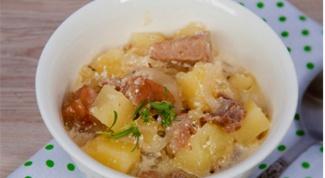 Картофель со свининой в горшочке