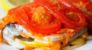 Рыба, запеченная под помидорами