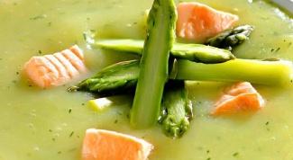 Суп-пюре с картофелем, спаржей и лососем