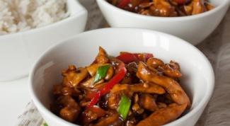 Как приготовить курицу с имбирем и древесными грибами?