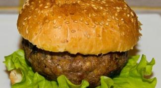 Гамбургеры из баранины с сыром