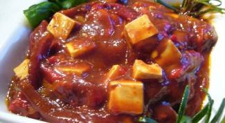 Как приготовить пикантную закуску с брынзой, оливками и помидорами