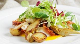Салат с кальмарами и чоризо