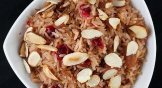 Как приготовить рис с вяленой клюквой, миндалем и фисташками?