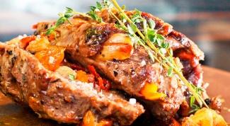 Мясо, запеченное в фольге с грибами