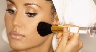 Как матировать жирную кожу при макияже