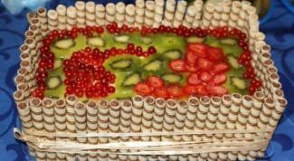 Торт «Корзина с ягодами и фруктами»