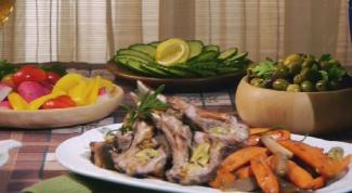 Как приготовить бараньи рёбрышки с киви и карамелизированной морковью