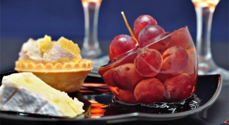 Виноград в желе из розового шампанского