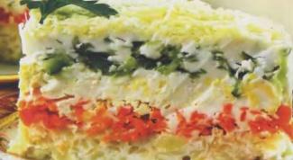 Слоеный салат с овощами, креветками и авокадо
