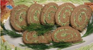 Печеночный рулет с зеленью