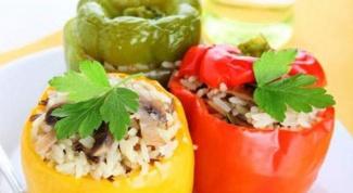 Как приготовить вкусный перец, фаршированный овощами и рисом