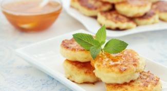 Овсяные сырники с фруктовым соусом