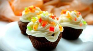 Шоколадные кексы со сливочным кремом