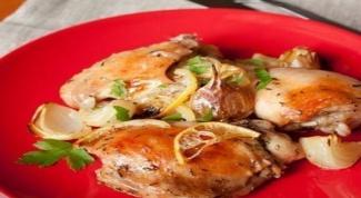 Готовим запеченную курицу под винным соусом