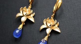 Gold earrings: interesting patterns and rules of care