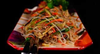 Как приготовить вьетнамский салат с фунчозой