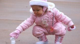Как выбрать зимний комбинезон для малыша