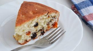 Как приготовить манный пирог с сухофруктами?