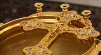 Когда в православных храмах освящают воду