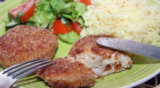 How to cook fish cakes in breadcrumbs