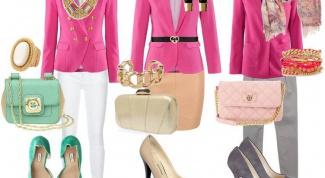 Как носить пиджак розового цвета